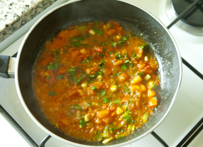 Shakshoukeh-cooking-onion-with-tomato1-700x508